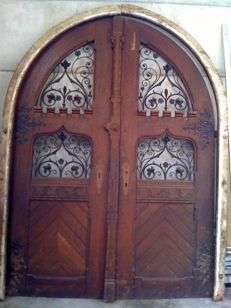 Portone antico in legno for Finestra legno antica